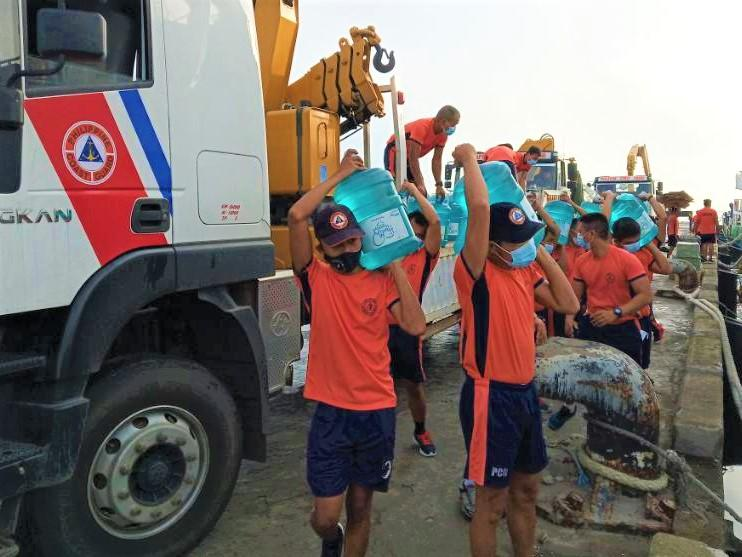 COAST GUARD BRINGS MWF WATER TO CATANDUANES.