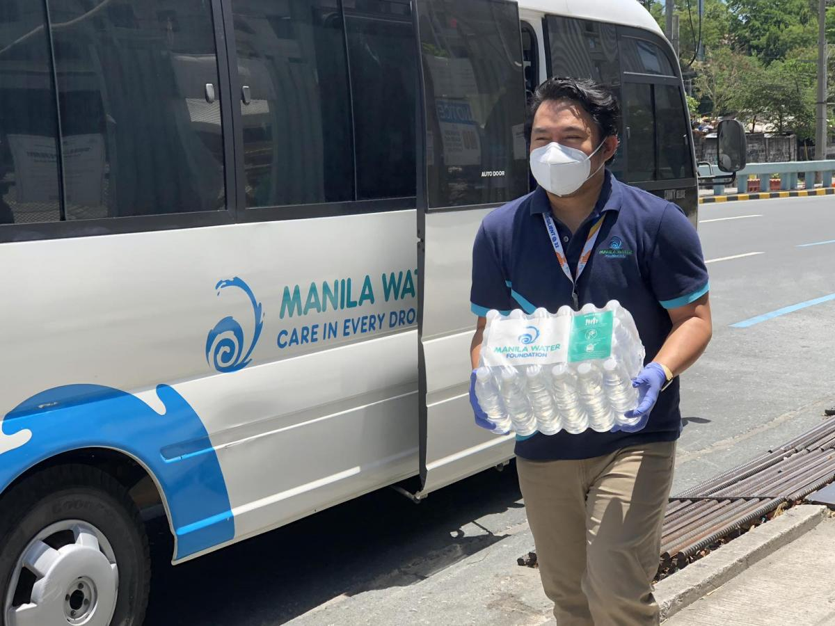Unloading of bottled water for border frontliners donated by a group of friends from Ateneo de Davao HS Batch 1996