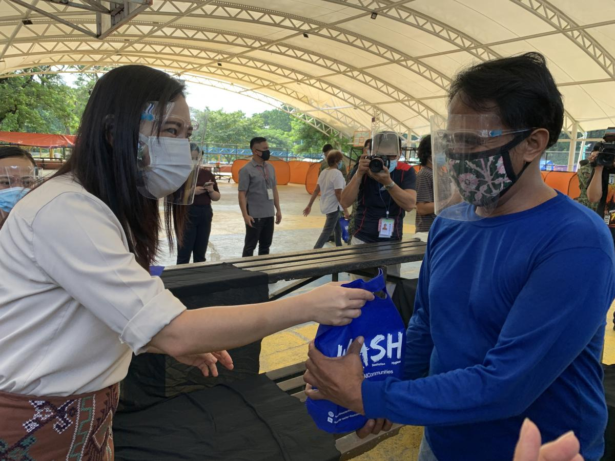 Mayor Joy Belmonte distributes hygiene packs from Manila Water Foundation, P&G Safeguard Philippines after the turnover ceremony.