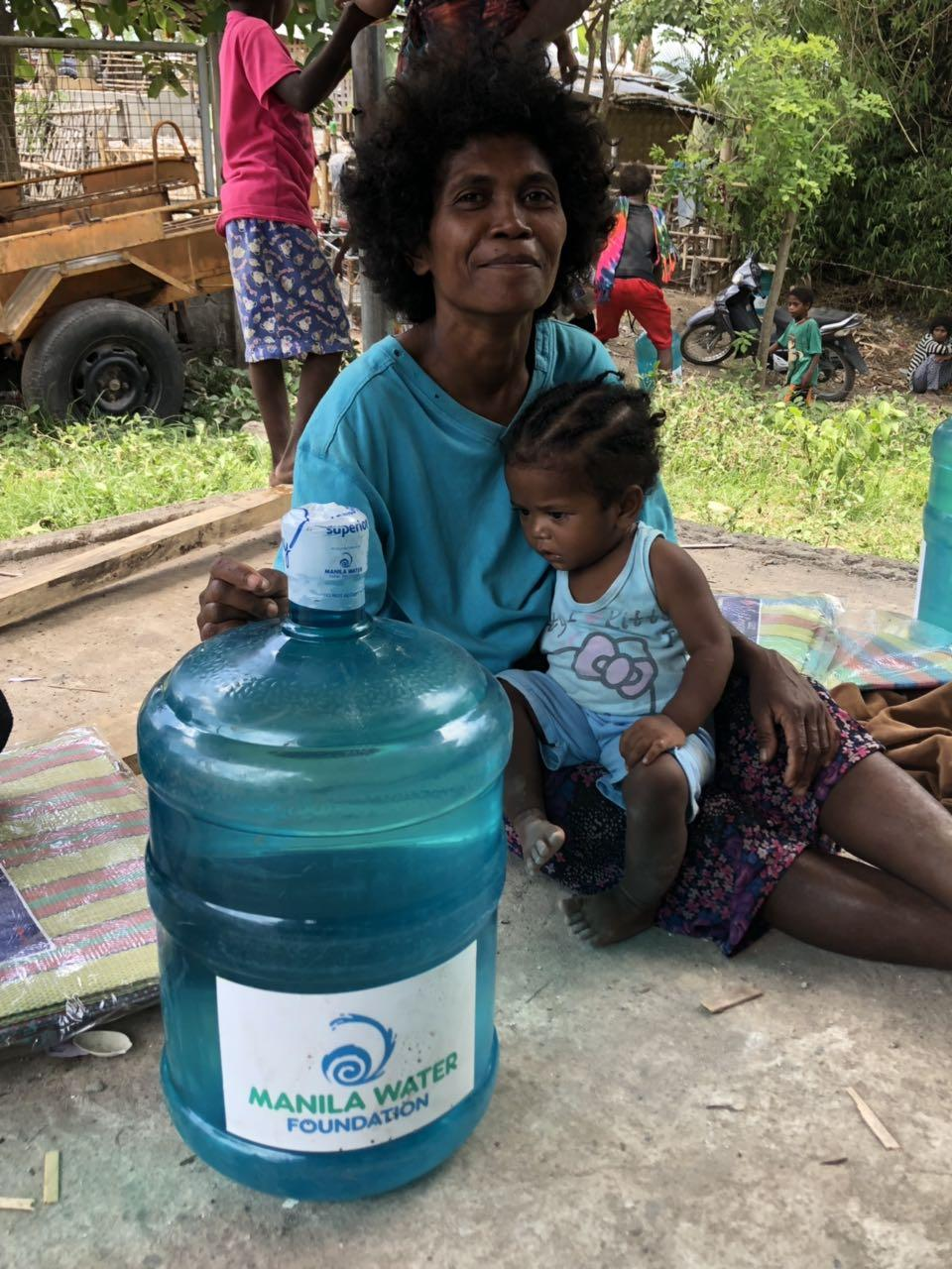 Quake victims from Brgy. Floridablanca receive 5-gallon water per family from MWF