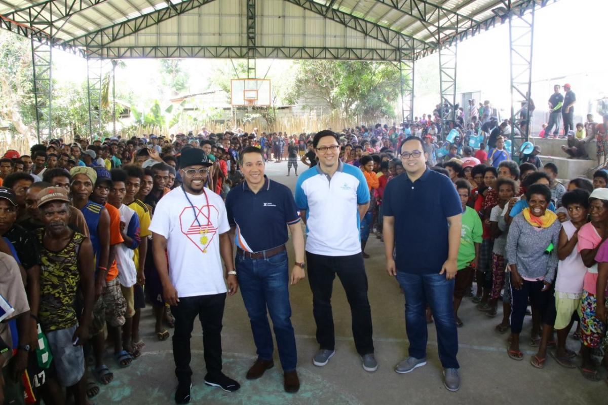Apl.de.Ap and Apl.de.Ap Foundtaion join hands with Ayala Foundation, Clark Water and Manila Water Foundation in setting-up a drinking water station, and distributing mats and 5-gallon water to 600 families from Brgy. Nabuclod, Pampanga.