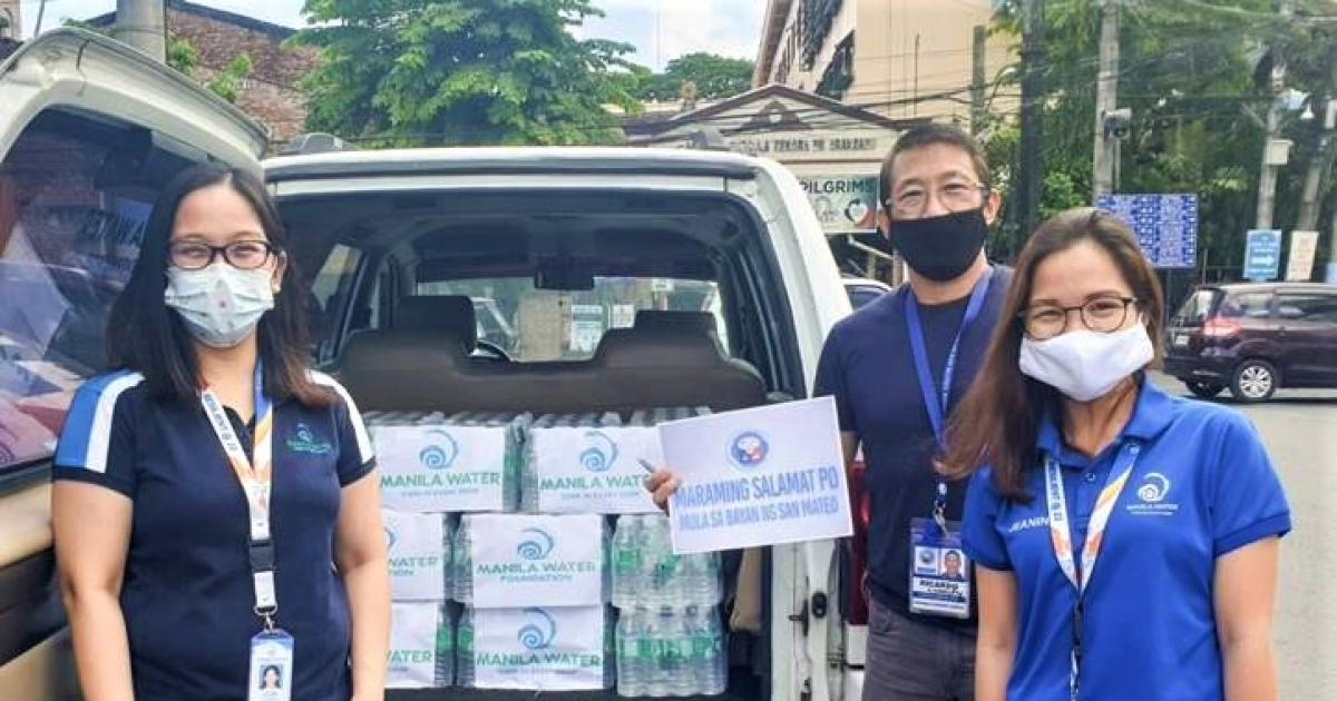 Addressing the water needs of our hardworking frontliners, MWF recently donated more than 6,000 bottles of 350ml of bottled drinking water to frontliners in barangays and municipalities.